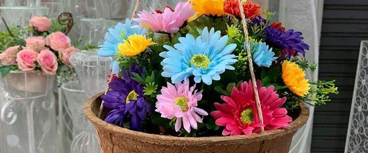 Haengende Blumentoepfe